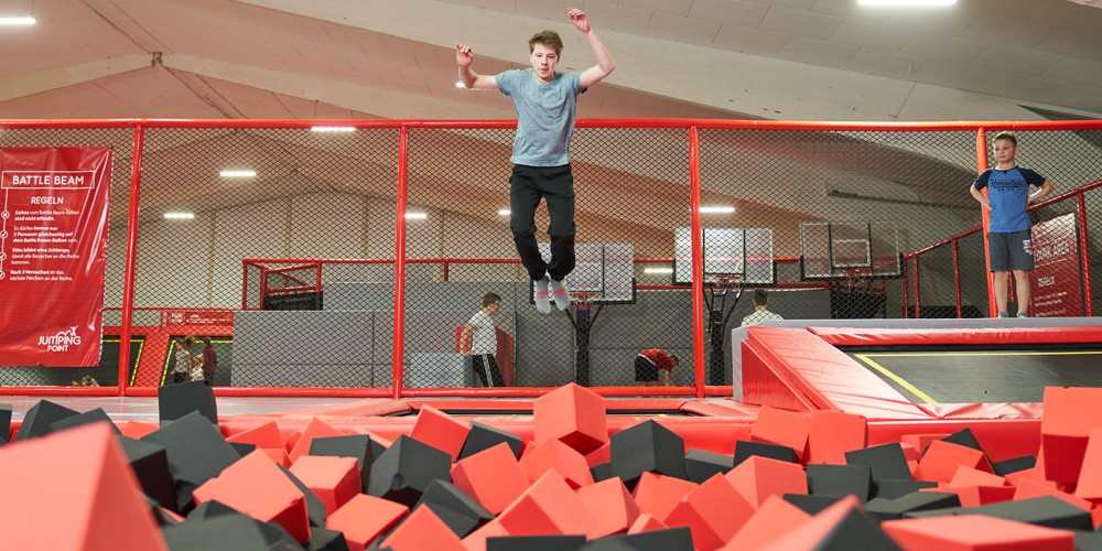 foam-pit3_jumping-point-trampolinpark-quickborn