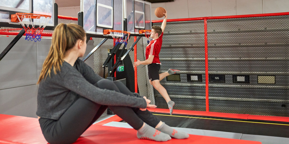 slam-dunk1_jumping-point-trampolinpark-quickborn
