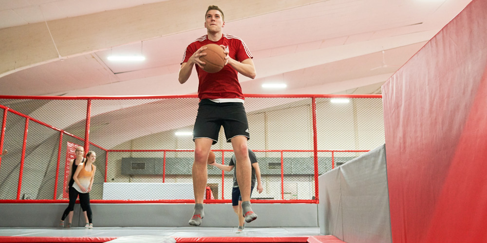 slam-dunk2_jumping-point-trampolinpark-quickborn